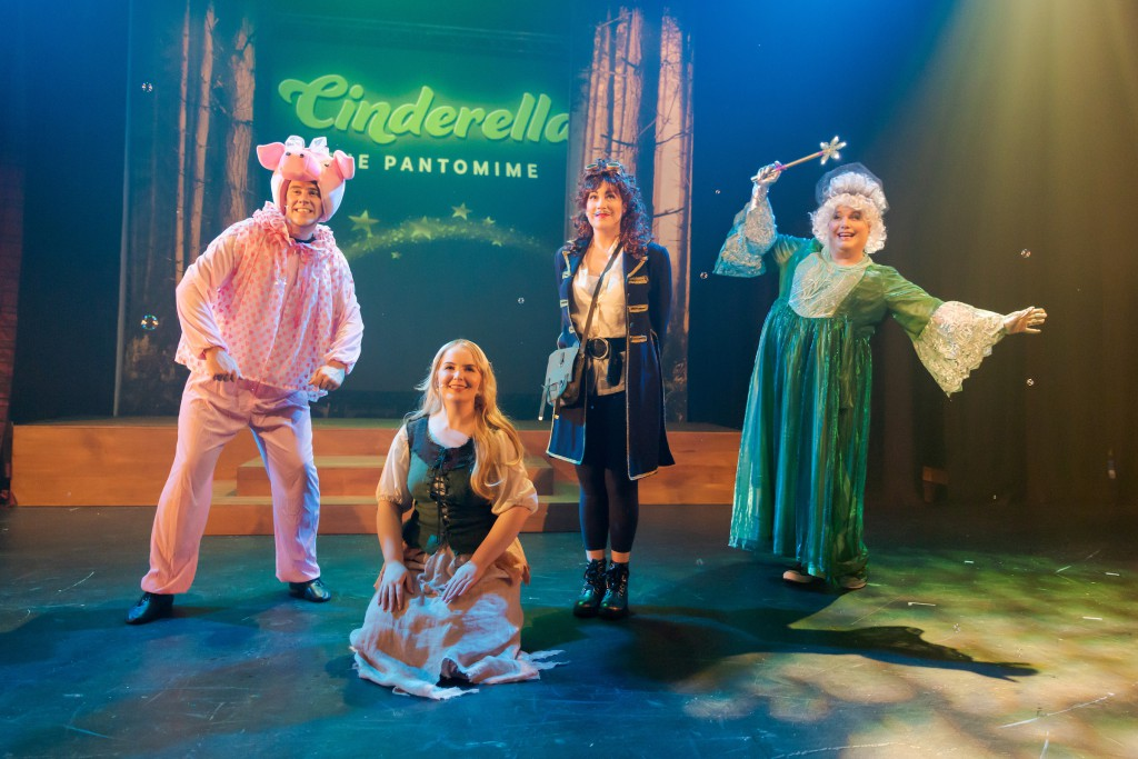 Cinderella – The Pantomime, for Circa Theatre, Wellington, NZ. Directed by Susan Wilson. Photo credit: Stephen A'Court. COPYRIGHT ©Stephen A'Court